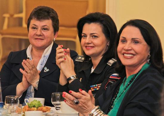 Заместитель Министра обороны РФ Татьяна Шевцова и более 100 воспитанниц Пансиона Минобороны России посетили Суздаль и Владимир, 28-04-2014
