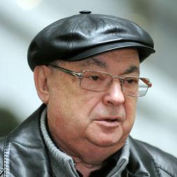 """ITAR-TASS: MOSCOW, RUSSIA. OCTOBER 3, 2010. Acting Moscow's Mayor Vladimir Resin touring city objects. (Photo ITAR-TASS/ Vladimir Astapkovich) îññèß. Œîñêâà. 3 îêòßáðß. 'ðåìåííî èñïîëíßþùèé îáßçàííîñòè ìýðà Œîñêâû 'ëàäèìèð åñèí âî âðåìß ïëàíîâîãî ñóááîòíåãî îáúåçäà ãîðîäñêèõ îáúåêòîâ. """"îòî ˆ'€-'€''/ 'ëàäèìèð €ñòàïêîâè÷"""