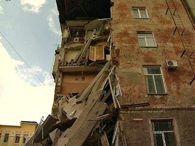obrushenie-doma-v-yaroslavskoy-oblasti-odin-chelov.858520.2012_09_14
