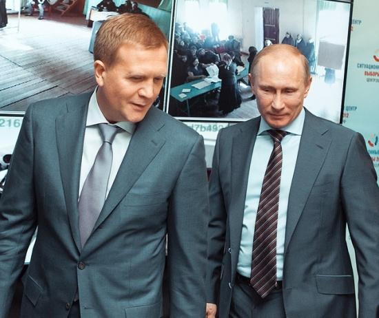 550px-Шумков_Дмитрий_Владимирович_и_Путин_ВВ_2011