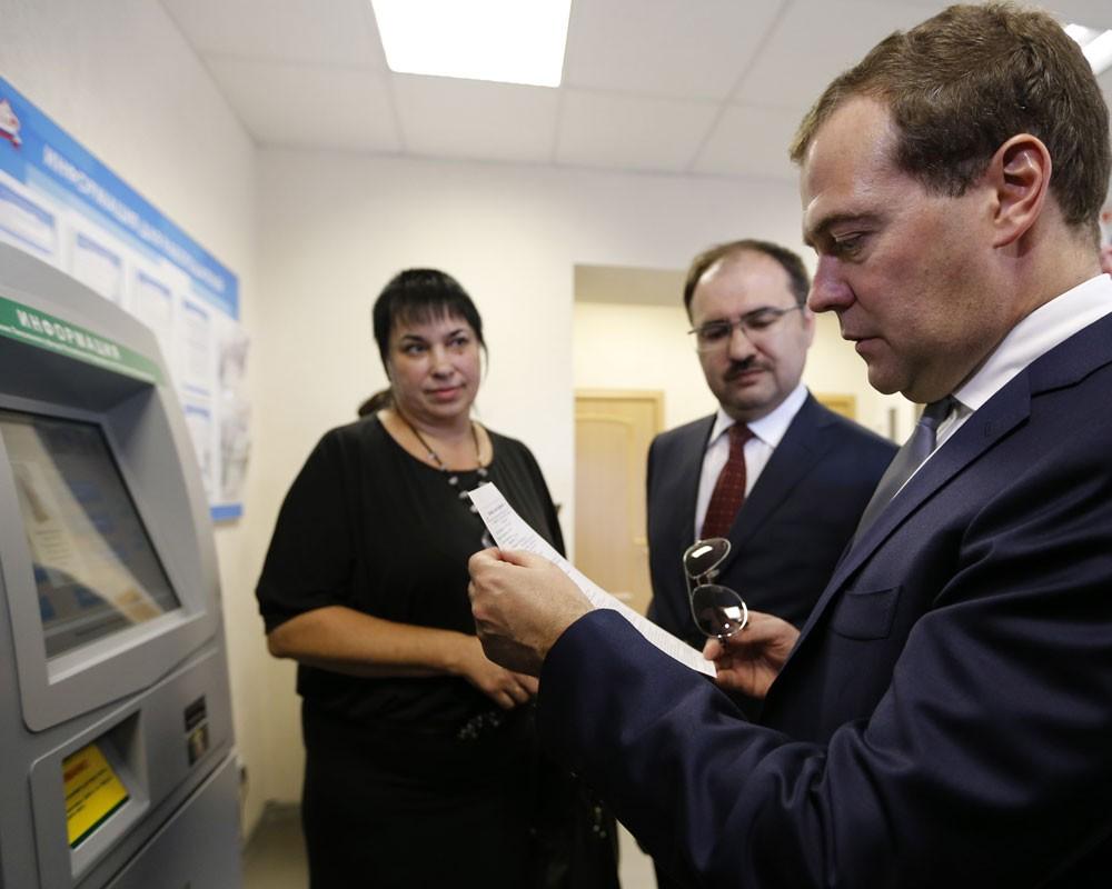 Дмитрий Медведев проверяет пенсионный калькулятор