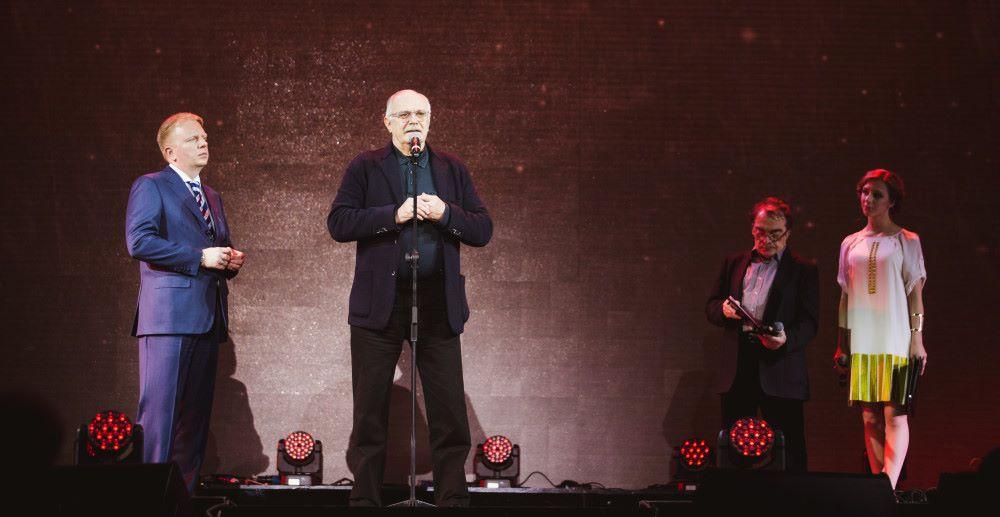 Никита Михалков и Сергей Федотов открывают торжественный вечер, посвященный юбилею РАО