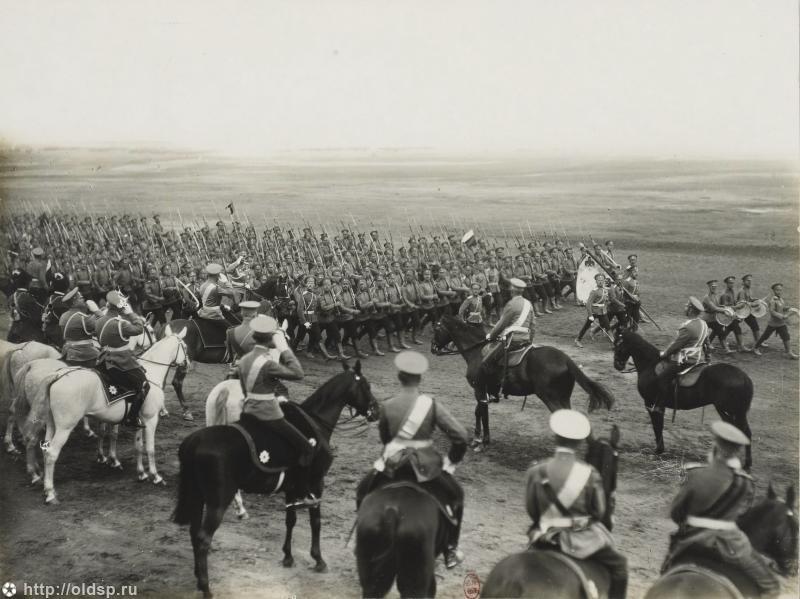 Военный парад в Красном Селе. Предположительно 1914 год.
