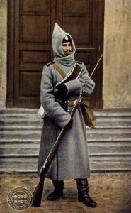 Российский солдат времен первой мировой войны. Фото с открытки.