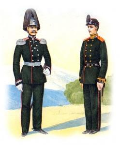 Юнкер Михайловского училища в парадной форме образца 1864 года (справа). Форма одежды унтер-офицеров армейской пешей артиллерии.