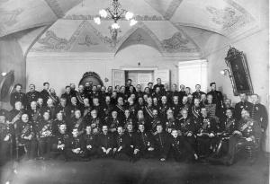 Группа сенаторов в зале заседаний. 1914