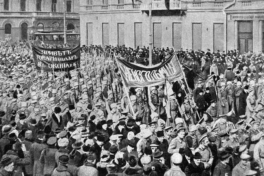 Солдатская демонстрация в Петрограде. 23 февраля 1917 года