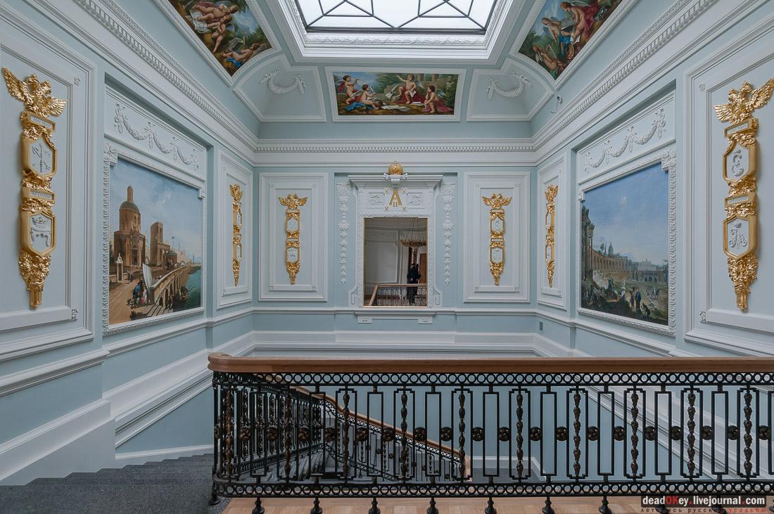 ТВЕРСКОЙ ИМПЕРАТОРСКИЙ ПУТЕВОЙ ДВОРЕЦ. Парадная лестница. В 1897 году западный павильон, относящийся к дворцу, передали историческому музею. С 1898 года долго пустовавший Путевой дворец стал резиденцией тверского губернатора. Реставрация была завершена 30 июля 2015 года.