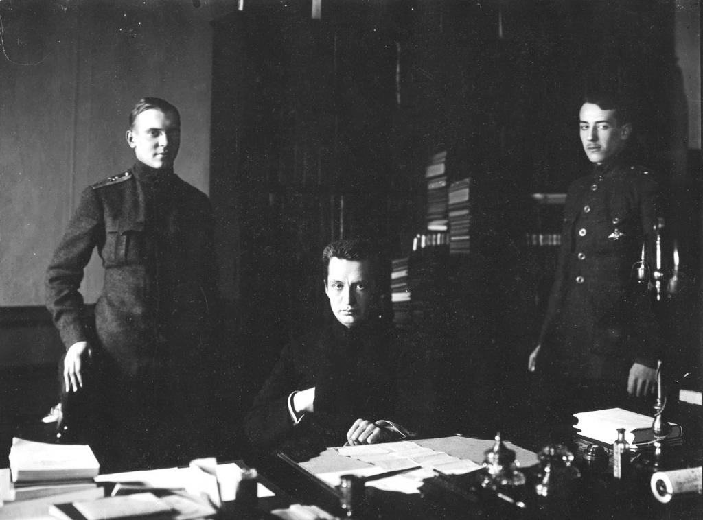 А.Ф. Керенский с адъютантами