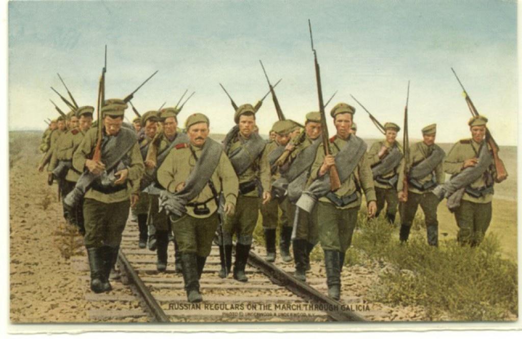 Русская пехота на марше в Галиции (британская открытка)