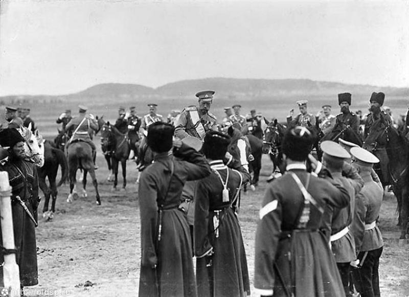 Николай II на Красносельских военно-полевых учениях. 1913. Автор: Berthet Louis