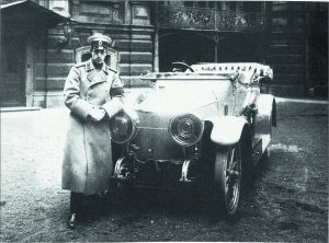 Великий князь Дмитрий Павлович у своего автомобиля. 1910-е годы