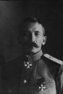 Генерал-лейтенант_Л.Г._Корнилов_в_должности_главнокомандующего_войсками_Петроградского_военного_округа