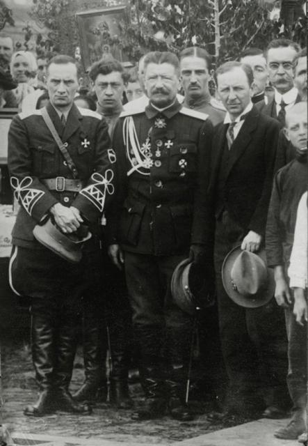 Колчак в Харбине (крайний слева). Фото