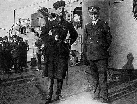 """П. Н. Врангель на борту иностранного корабля. 1920 г.Источник изображения: Борис Соколов. """"Врангель"""""""