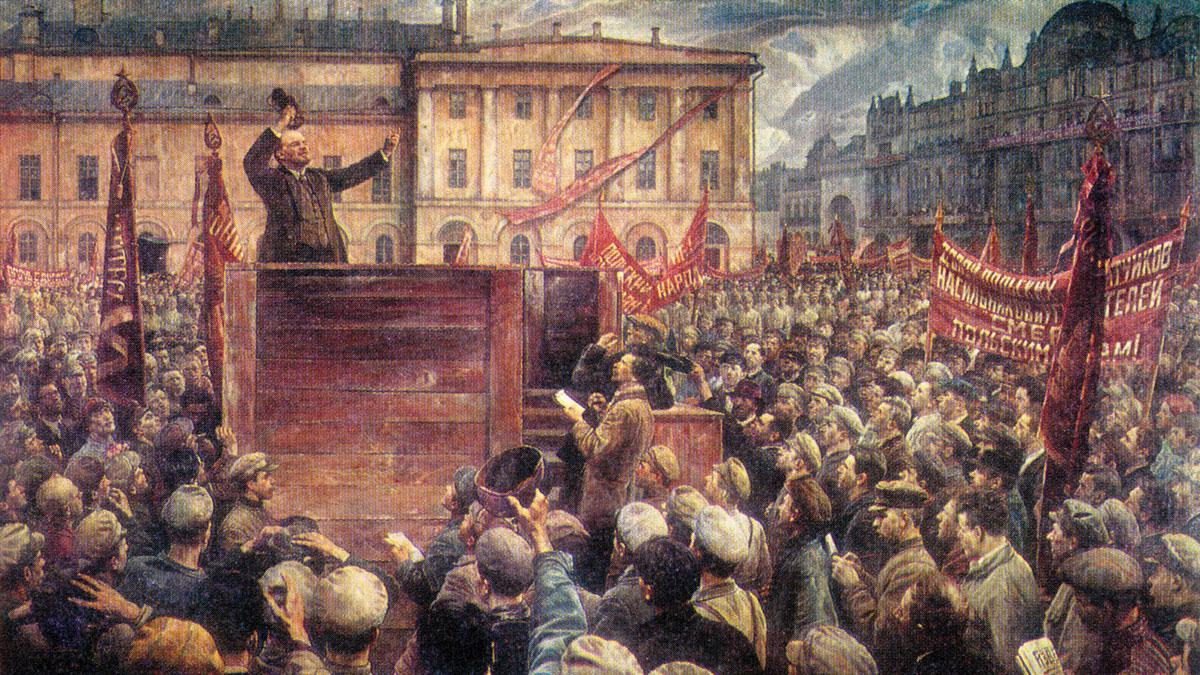 По фотографии «Ленин провожает солдат на польский фронт» (1920). Картина И. Бродского «Ленин на трибуне» (1925). Потом Троцкого и Каменева заретушировали. На картине Бродского вместо них - репортеры.