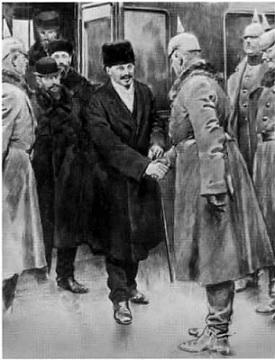 Нарком по иностранным делам Л. Д. Троцкий возглавляет делегацию Советской России на мирных переговорах с Германией в Брест-Литовске. Март 1918 г.