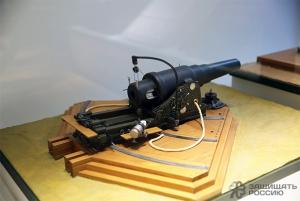 11-дюймовая береговая пушка образца 1867 года производилась на Обуховском заводе с 1872 по 1892 годы и состояла на вооружении Российских приморских крепостей. Модель в масштабе 1:15. ЛЕГЕНДАРНЫЙ ОБУХОВСКИЙ: ОТ САБЕЛЬ ДО ПОЕЗДОВ