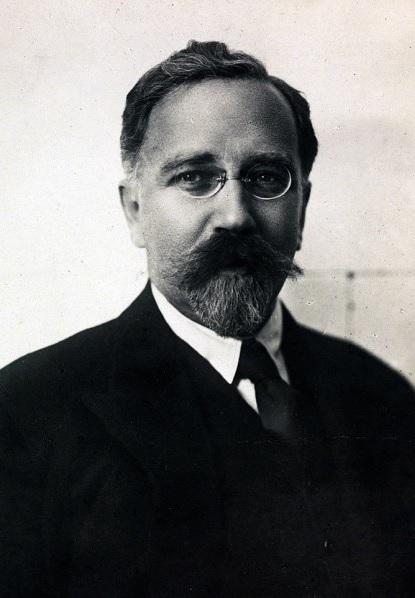 Лев Борисович Каменев (Фото на сайте Википедия)