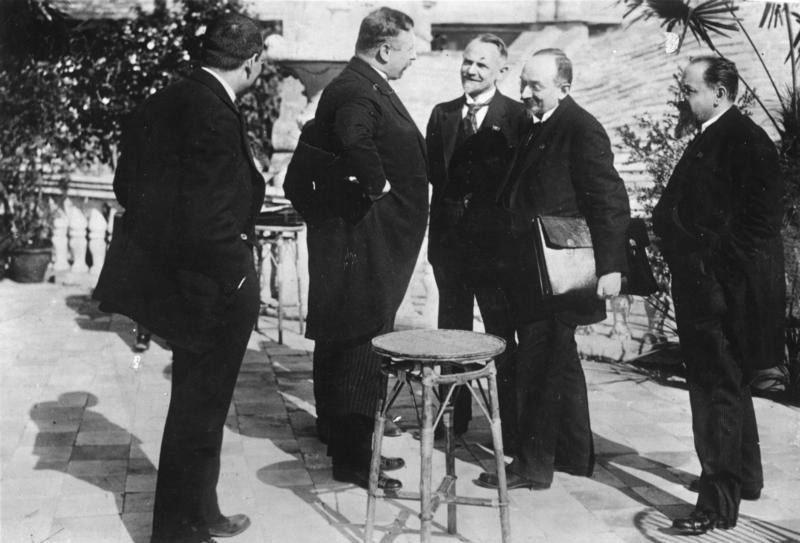 Представители советской и немецкой сторон в Рапалло, апрель 1922 Вальтер Ратенау (второй слева), Леонид Красин, Георгий Чичерин и Адольф Иоффе