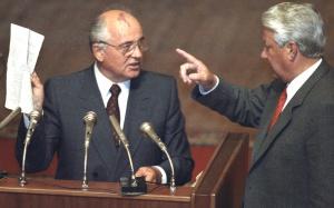 23 августа 1991 года. Михаил Горбачев и Борис Ельцин во время вечернего заседания внеочередной сессии ВС РСФСР