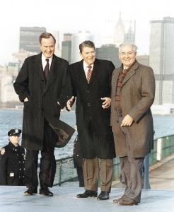 Джордж Буш-старший, Рональд Рейган и Михаил Горбачёв.