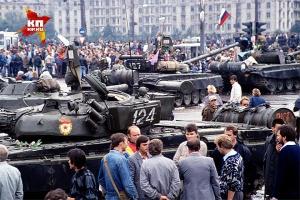 Август 1991 года, танки на улицах Москвы. Фото: АНАТОЛИЙ ЖДАНОВ