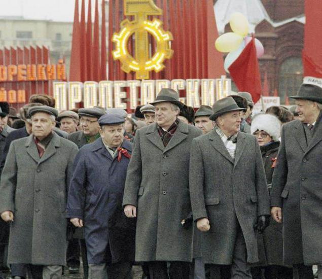 Анатолий Лукьянов (слева), Николай Рыжков, Михаил Горбачев, Борис Ельцин на демонстрации, 1990 год.