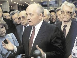 «Архитектор» перестройки Александр Яковлев (слева от М. Горбачёва)
