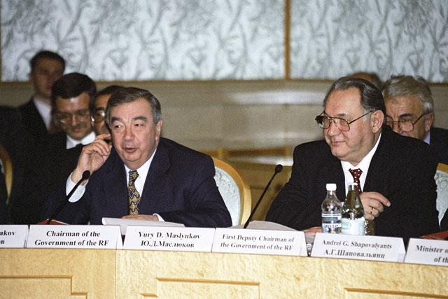 Премьер Евгений Примаков и вице-премьер Юрий Маслюков, «Президент-отель», 14 декабря 1998 года Фото: Сергей Субботин (РИА Новости)