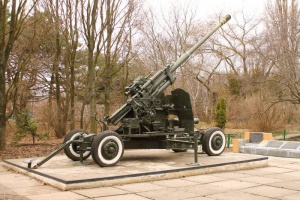 100-мм зенитное орудие КС-19, составлявшие вместе с 85-мм зенитными орудиями основу ПВО в 50-е годы
