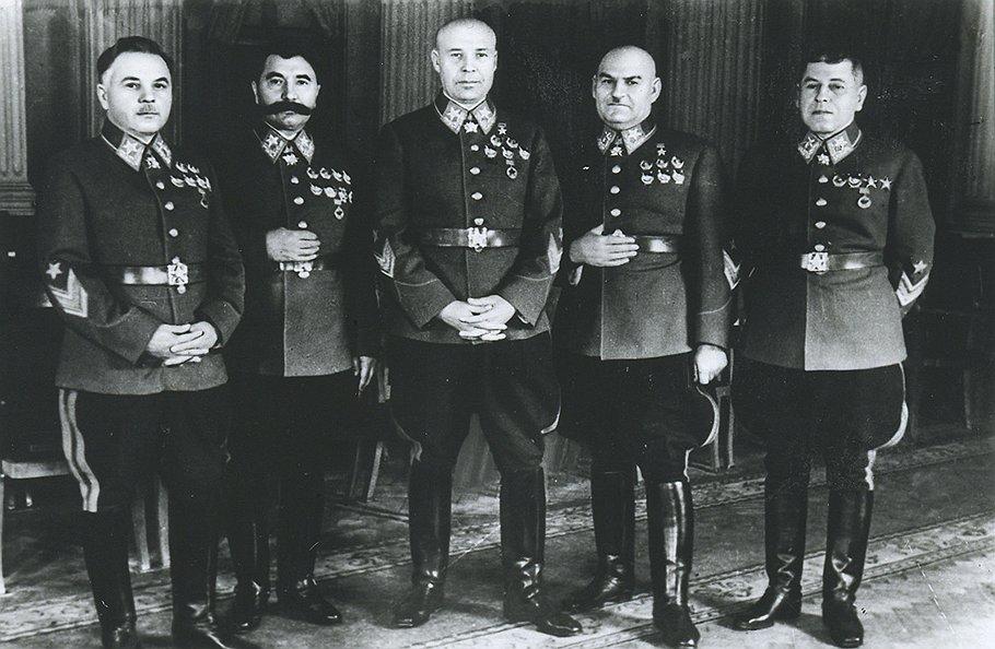 Слева направо К.Е. Ворошилов, С. М. Буденный, С.К. Тимошенко, Г.И. Кулик, Б. М. Шапошников., 1940