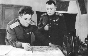 Командующий 60-й армией И. Д. Черняховский (слева) и член Военного совета армии А. И. Запорожец. Март 1943 г