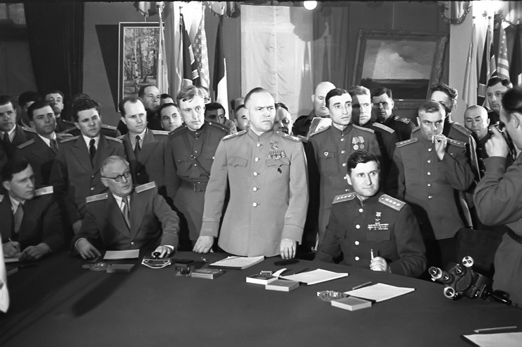 Вышинский, Жуков, Соколовский в день подписании Акта о безоговорочной капитуляции фашистской Германии в Карлсхорсте