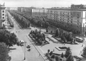 Рис. 2. Волгоград. Проспект Ленина в 1965 г.