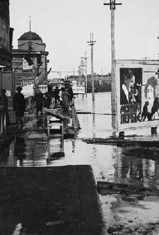 Рис. 5. Наводнение в Омске. 1920 г.