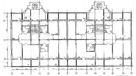Рис. 7. Планировки спаренных секций жилого дома серии 1-447 с устройством лифтов и мусоропроводов: с устройством квартир в одном уровне (справа рассматривается вариант с торцевым пристроем).