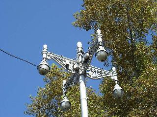 Рис. 7. Уличный фонарь перед домом.