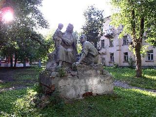 Рис. 8. Скульптура во внутреннем дворике дома по ул. Володарского в Пензе.