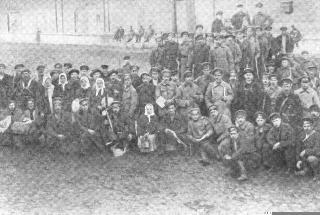 Рис. 8. Продотряд перед отправкой. 1920 г.
