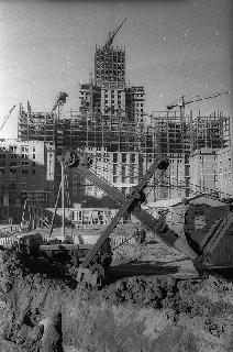 Рис. 10. Строительство высоток. 1952 г. Фото Эммануила Евзерихина.