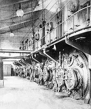Рис. 11. Паровые котлы центральной электрической станции Коломенского машиностроительного завода.