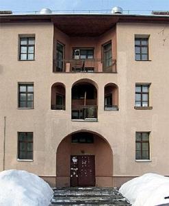 Рис. 12. Жилой дом. Архитектор А. И. Ржепишевский. 1927.