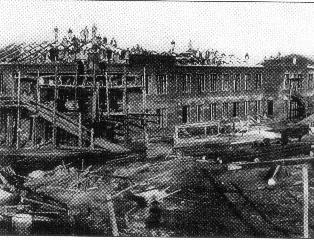 Рис. 12. Строительство городской больницы в Ижевске. 1929 г.