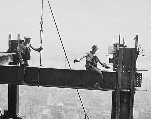 Рис. 18. Небоскребы Нью-Йорка. Соединение узла оголовка на болтах. 1930 г.