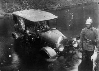 Рис. 18. Ликвидация пожара на Лебяжьей канавке в Ленинграде в 1938 г.