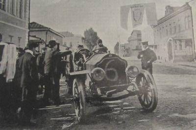 Рис. 20. Отбытие участника гонки г. Дюре из Вышнего Волочка. 1907 г.