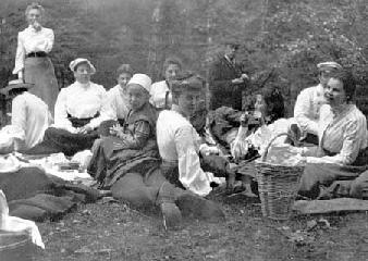Рис. 22. Земский пикник в окрестностях усадьбы Кашинцево. 1890-е.