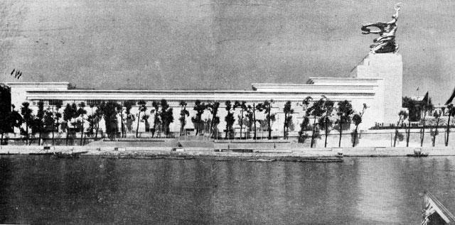 Рис. 30. Павильон СССР на выставке в Париже. Архитектор В. Иофан. 1937 г.